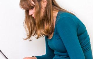 woman with poor posture on laptop
